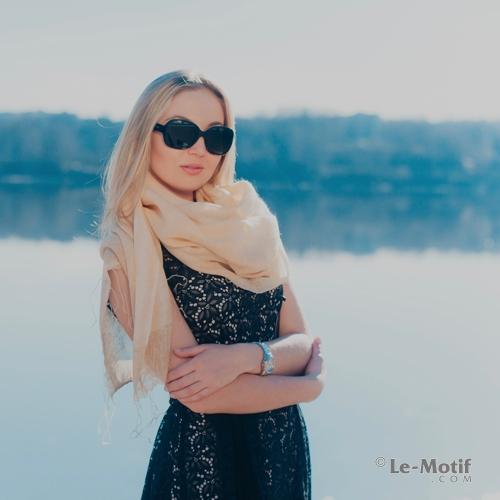 Элегантный палантин из тонкой шерсти и нежного шелка из интернет магазина le-motif.com