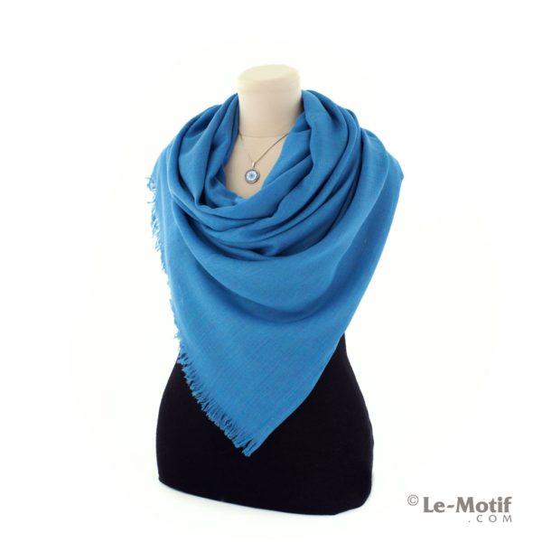 Палантин Le Motif из шелка и хлопка на шее, арт. LX01-24