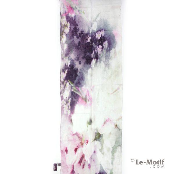 Палантин Le Motif из льна и модала. Изображение летних цветов