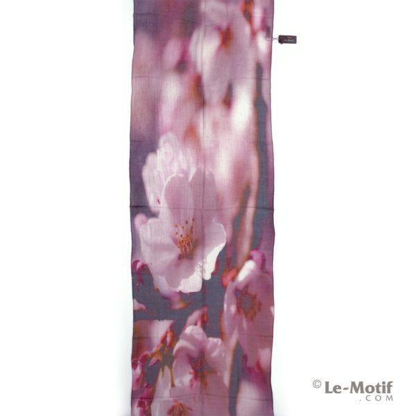 Палантин Le Motif из льна и модала картина - цветы сакуры