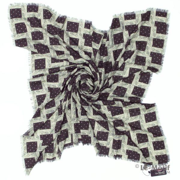 Платок Le Motif Couture из шелка и хлопка. Фото для каталога.