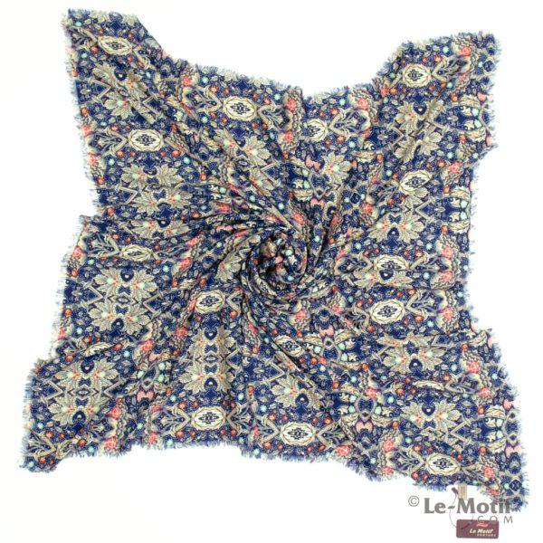 Платок Le Motif из шелка и хлопка. Фото для каталога.