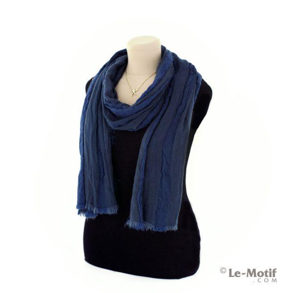 Шарф Le Motif Couture из льна и хлопка на шее, арт. STD01-1