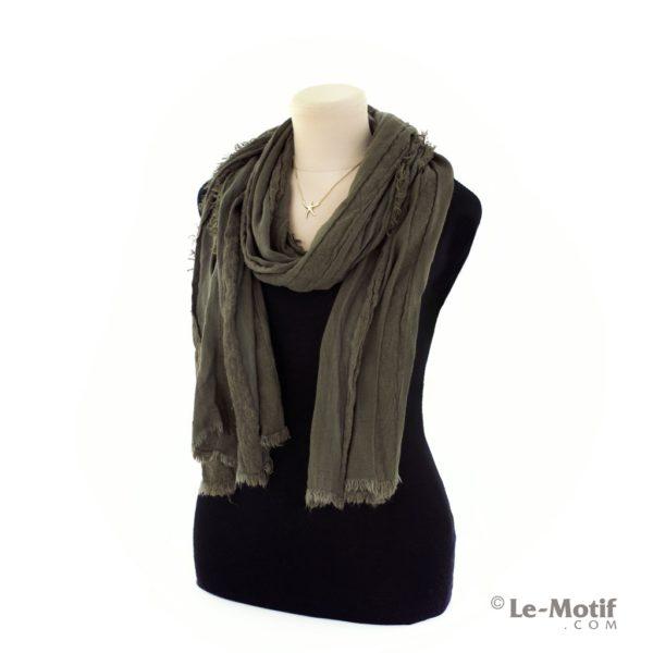 Шарф Le Motif Couture из льна и хлопка на шее, арт. STD01-3