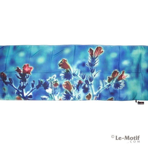 Палантин Le Motif из шелка с вискозой цветы на бирюзово-синем фоне