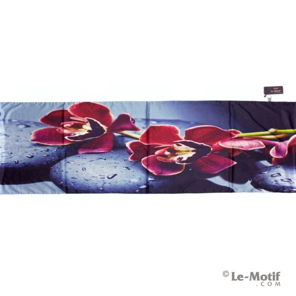Палантин Le Motif из хлопка с вискозой. Орхидеи на камнях.