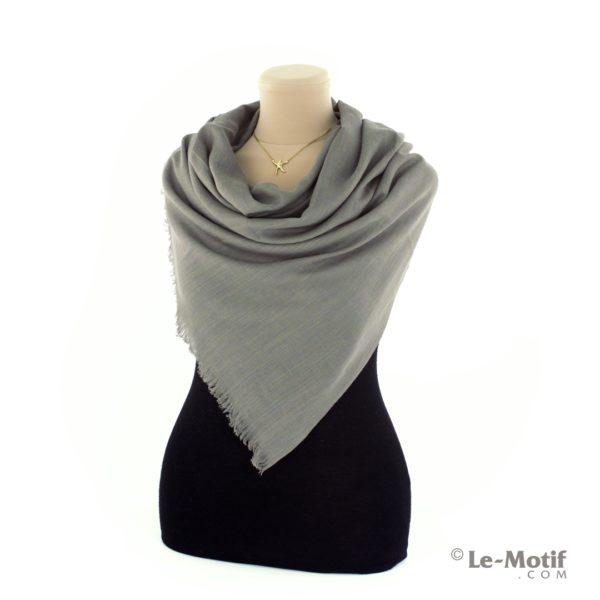 Палантин Le Motif из шелка и хлопка на шее, арт. LX01-14