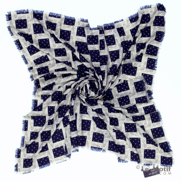 Платок Le Motif из шёлка и хлопка. Фото для каталога.