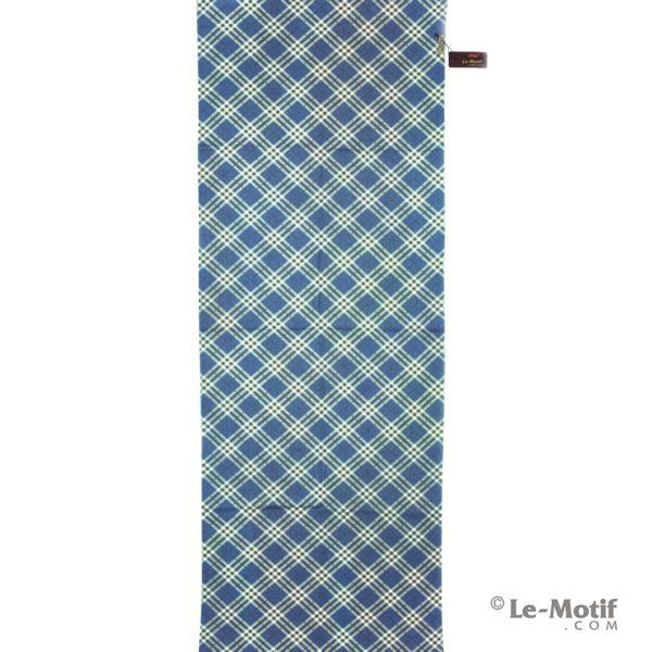 Палантин Le Motif из шерсти и хлопка. Белые линии на синем фоне.