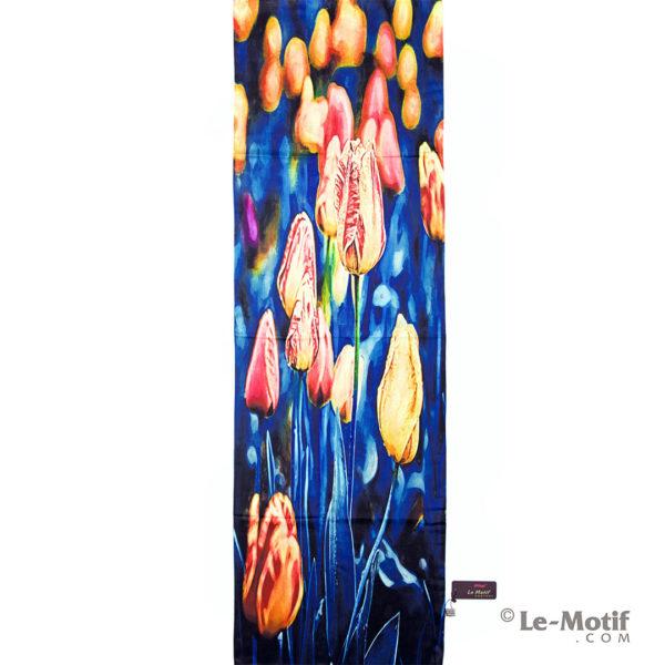 Палантин Le Motif из хлопка с вискозой. Изображение тюльпанов.
